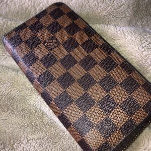 Louis Vuitton Zippy Damier Wallet